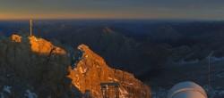 Archiv Foto Webcam Panoramablick Zugspitze 12:00