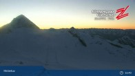 "Archiv Foto Webcam Hintertuxer Gletscher: ""Gefrorene Wand""-Gipfel 19:00"