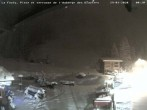 Archived image Webcam La Fouly: Valley station and Auberge des Glaciers 18:00
