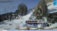 """Archiv Foto Webcam Cortina d'Ampezzo: Berghütte """"Duca d'Aosta"""" und Weltcup-Piste Olympia 04:00"""