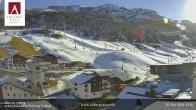 Archiv Foto Webcam Hotel Arlberghaus in Zürs mit Blick auf den Weltcuphang 04:00
