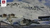 Archiv Foto Webcam Hotel Arlberghaus in Zürs mit Blick auf den Weltcuphang 08:00