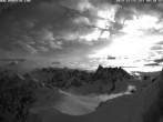 Archiv Foto Webcam Der Kamm des Aiguille du Midi 02:00