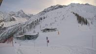 Archiv Foto Webcam Bergstation Longnan Gondel 04:00