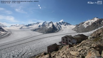 Konkordiahütte mit Blick auf den Aletschgletscher