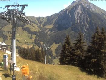 Mittelstation der Seilbahn im Skigebiet Kiental