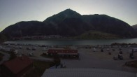 Skiparadies Reschenpass - Talstation der Bergbahn mit Blick auf Reschensee und Dorf Reschen