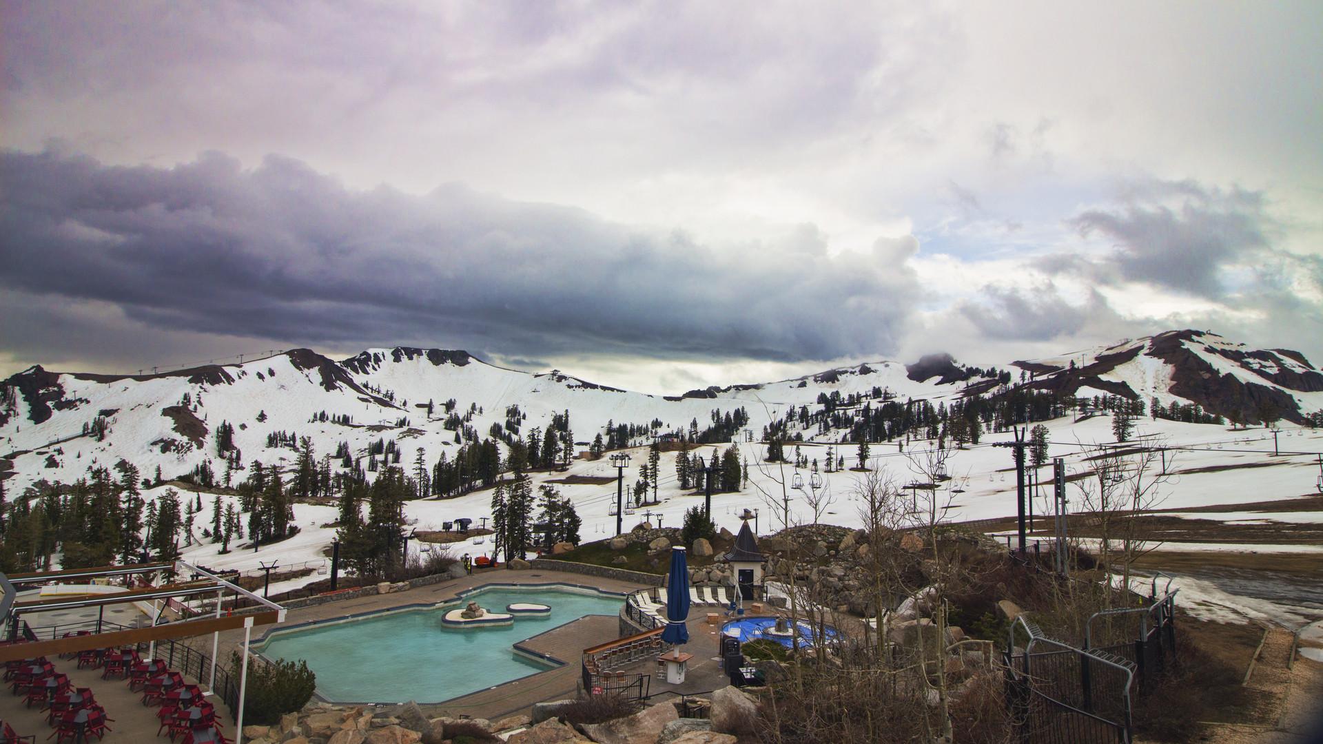 Webcam squaw valley ski resort high camp pool 2461 m - High camp swimming pool squaw valley ...